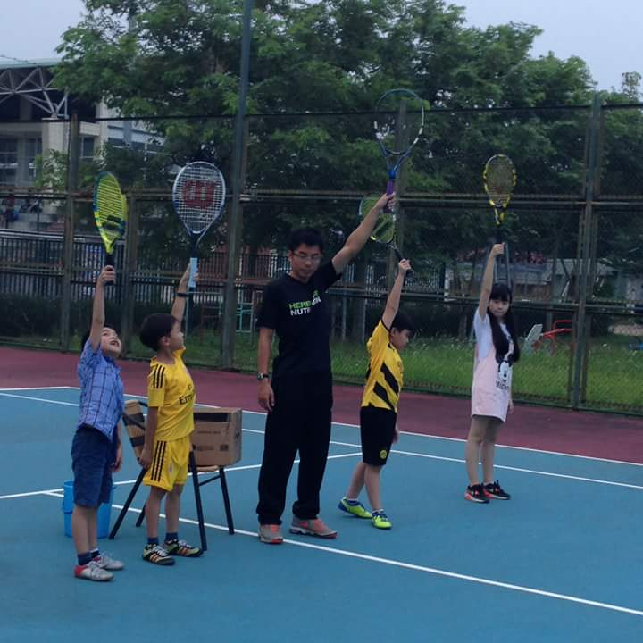 Dạy tennis cho trẻ em