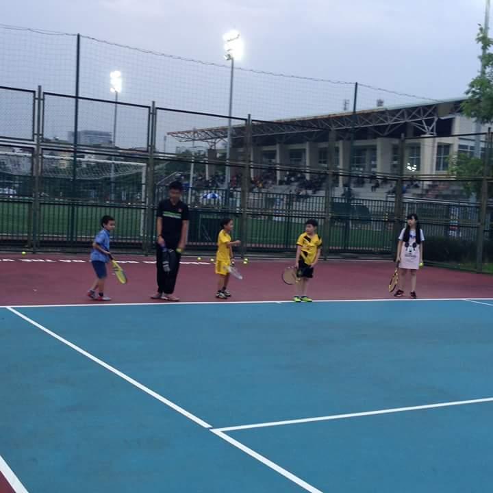 Dạy tennis cho trẻ em tại hà nội